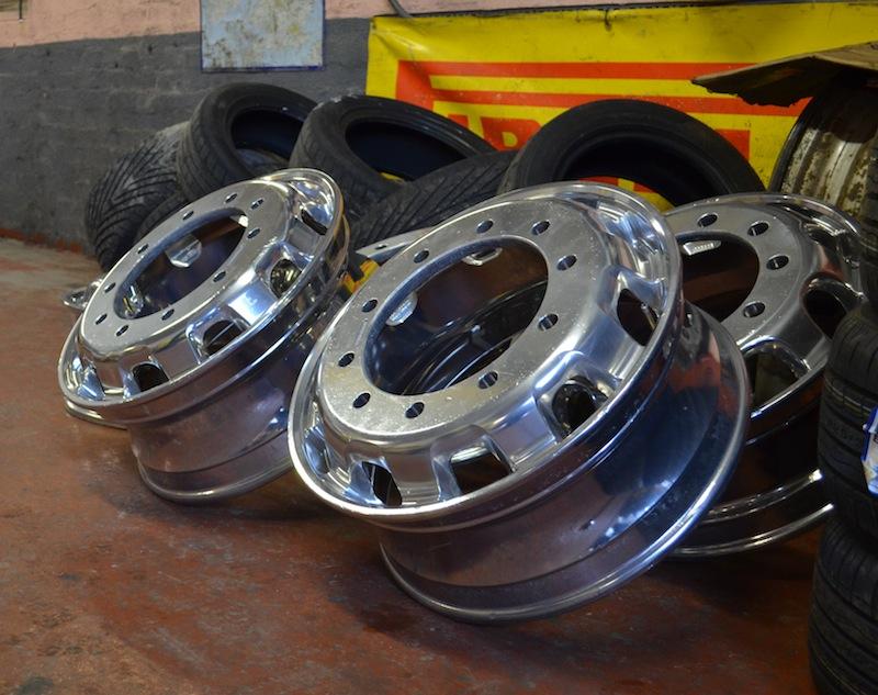 Alloy Wheels Polishing Alloy Wheels